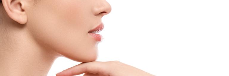 """""""Efeito Nefertiti"""", lipoaspiração de mento para deixar seu pescoço mais fino e belo."""